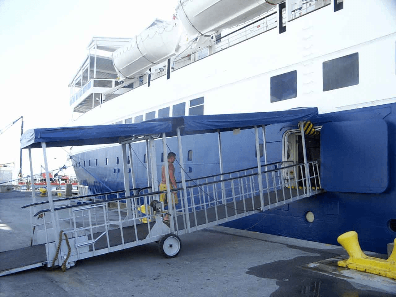 Selecting ship gangway