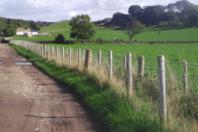 Selecting agricultural fencing
