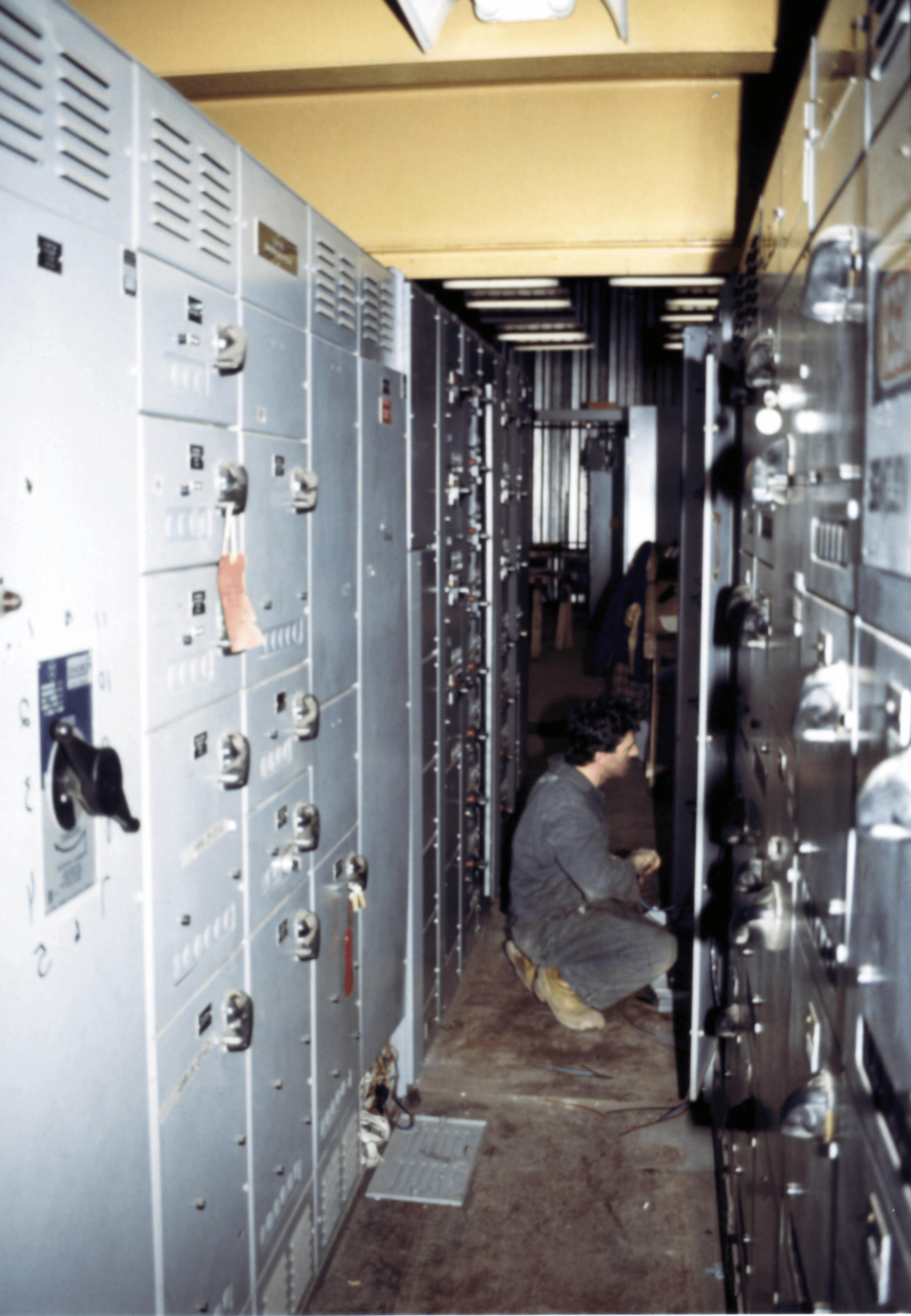 Motor Control Centers Mcc Information Engineering360 Circuit Breakeroverloadmotor Protectornofuse Breakercontrol Center Via Wikimedia Commons