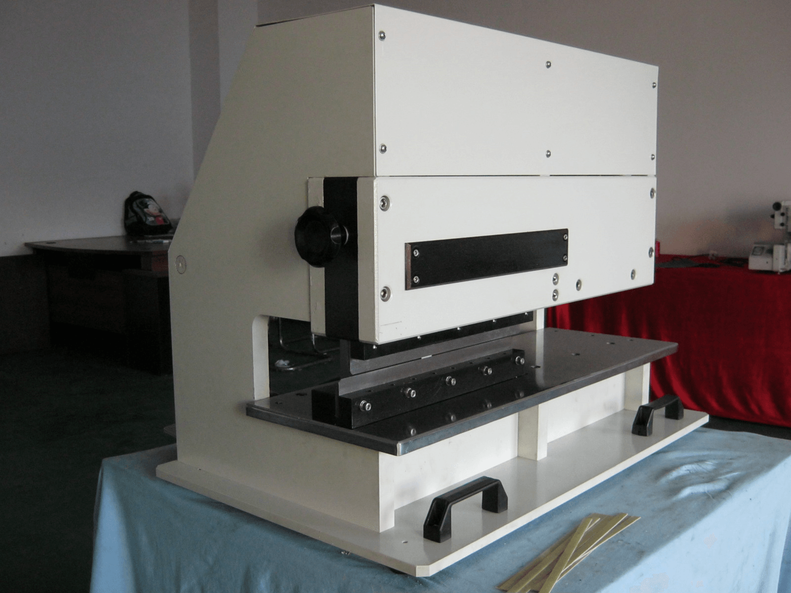 Depaneling machine