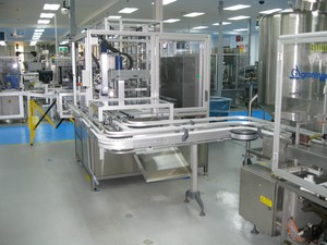 Flexible Robot Bottle Loader for Fill or Dispense-Image
