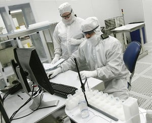 Clean Room Assembly ISO 13485: -Image